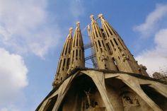 LAS 5 CLAVES PARA ENCONTRAR EL MEJOR PISO DE ALQUILER EN BARCELONA  Un nuevo proyecto de vida, el deseo de independizarse, la búsqueda de una casa más grande, compartir piso con unos amigos; existen muchos motivos que nos pueden plantear la necesidad de un #alquilerpisoBarcelona. Pero, ¿por dónde empezar? ¿Qué hay que tener en cuenta? Barcelona es una ciudad muy grande, con ambientes diferentes, con precios diferentes, por supuesto y debemos tener en mente unas cuantas cosas.