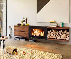 Balance - wiszący kominek wolnostojący z modułami w postaci regału, półek lub szuflad wykonanych z drewna dębowego lub orzecha amerykańskiego.