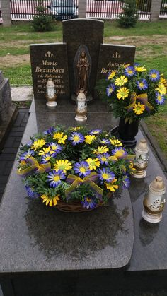 Funeral, Table Decorations, Outdoor Decor, Flowers, Diy, Home Decor, Contemporary Flower Arrangements, Floral Arrangements, Parks