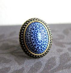 Blauer Ring Kachel Spanisch exotische mexikanischen Chintz Aztec Anweisung Ring Vintage Antique Brass Bronze marineblau Sommer geschnitzt Porzellan-Ring auf Etsy, 11,12€
