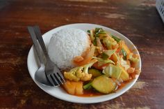 Sweet Sour Sauce with vegetables and rice. Typical vegetarian food in Thailand. Vegetarian Food, Thailand, Rice, Website, Vegetables, Sweet, Veggie Food, Vegetable Recipes, Vegetarian Meals
