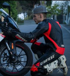Cute Motorcycle and Rubber guys Motorcycle Suit, Motorcycle Leather, Motard Sexy, Fab Boys, Biker Wear, Biker Love, Bike Leathers, Riders On The Storm, Push Bikes