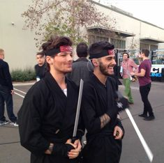 Find images and videos about boy, one direction and niall horan on We Heart It - the app to get lost in what you love. Boys Who, Bad Boys, Marca Gucci, Louis Imagines, 1d Day, Normal Guys, Midnight Memories, Louis Williams, Wattpad