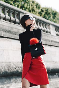 Pop of red at Fashion Week Spring-Summer 2016 Outfits In Rot, Komplette Outfits, Stylish Outfits, Paris Fashion Week Street Style, Paris Street, Red Fashion, Autumn Fashion, Pull Mohair, I Look To You