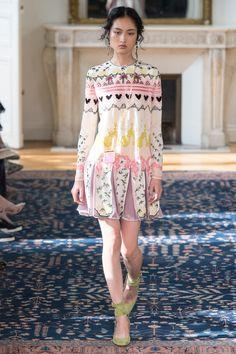 Valentino - Spring 2017 Ready-to-Wear Fashion Show Paris Fashion Week PFW