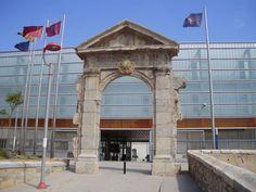 Arco de entrada al Antiguo Cuartel de Antiguones - Cartagena - España