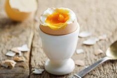 Fire up your focus and sharpen your smarts with these healthy brain-boosting foods. Healthy Brain, Healthy Snacks, Healthy Recipes, 100 Calorie Meals, Weight Watchers Casserole, Brain Boosting Foods, Egg Coddler, Under 100 Calories, How To Grow Taller