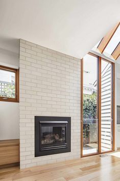 Edwardian Weatherboard House Renovated by Sheri Haby Architects 8 Cottage Renovation, Home Renovation, Resort Interior, Add A Room, Weatherboard House, Fireplace Tv Wall, Gable House, Timber Windows, Living Place