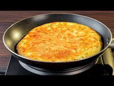 5 hozzávaló és 10 perc egy serpenyőben- csak összekevered és kapsz egy l. My Favorite Food, Favorite Recipes, Bulgarian Recipes, Cake Factory, Omelettes, Yummy Food, Tasty, Beignets, Cornbread