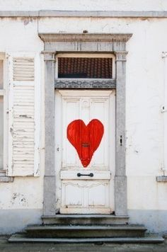 "Next time I have a party, I'm thinking of making a large red heart for my front door. As in, ""look for the white house with the white door with a big red heart."" Sure would make it easy to find the right place!"