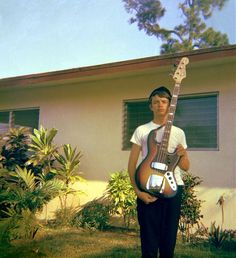 A young Jaco Pastorius, proudly showing his jazz bass Jaco Pastorius, Fender Jazz Bass, Jazz Guitar, Bass Guitars, Musica Mantra, Rock Roll, Acid Jazz, Jazz Musicians, Blues