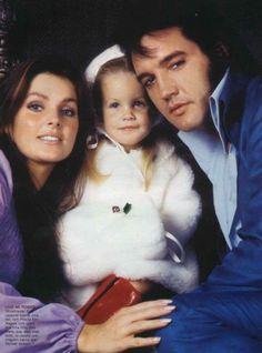 Priscilla , Lisa e o pai Elvis Presley.