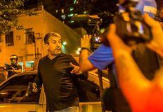Que diabo foi isto? Homem armado alega ser da PM e dá tiros com arma de fogo como 'alerta'. (via https://www.facebook.com/jornalanovademocracia?fref=photo)