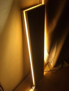 Lampadaire bois recouverts de vernis mat pour ceux qui se battent pour le minimalisme avec des matériaux naturels.  Dimension: 100 X 16 cm.  Matière : Bois de chêne  ADAPTABLE ET COMPLIABLE! Doté d'une carrure adaptateur secteur et venir avec un convertisseur de prise, il est sûr de se conformer aux sources d'énergie à votre domicile et dans d'autres parties du monde pour un voyage. Puissance d'alimentation adaptateur AC / DC 220-12V. Travaillera de 100V à 220 V.