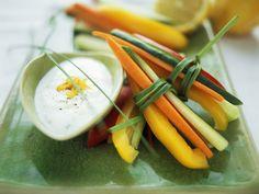Gemüsesticks mit Oliven-Zitronen-Creme - smarter - Kalorien: 206 Kcal - Zeit: 20 Min. | eatsmarter.de