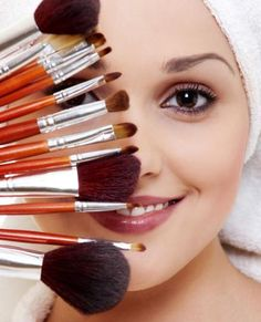 Every person that applies or wears make-up should have quality brushes! Makes a huge difference in your results! All Things Beauty, Beauty Make Up, Diy Beauty, Beauty Hacks, Beauty Essentials, Beauty Women, Kiss Makeup, Eye Makeup, Hair Makeup