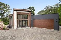 A unique custom-built retreat set amidst the beautiful surrounding bush. The irregular and difficult building envelope set in a sloping terrain, gave rise to a plan which is conscientiously integrated to maximise the potential of the block.