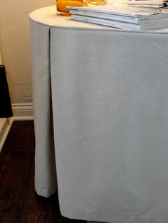 One Half World: How To Sew A Table Skirt Table Skirts, Table Clothes,
