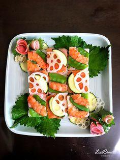 マダム とんちん's dish photo 海老とスモークサーモンの押し寿司   http://snapdish.co #SnapDish #レシピ #食べられる植物フォトコン #鮭の日(11月11日) #蓮根の日(11月17日) #お寿司