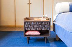 La mesilla de noche de madera Balkis La mesa de comedor Cristina es una mesa nórdica pequeña que se puede usar en cualquier interior escandinavo.