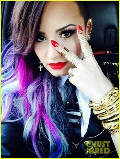 "I love it ""Demi Lovato"" Hair style ;)"