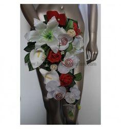 En soie artificielle bouquet de fleurs lys en rouge dans de petites vase en forme moderne