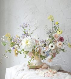 While you can leave all your wedding event flower selections in the hands of a capable expert flower shop and get great outcomes, you might want to take a more hands on method. Bridal Flowers, Cut Flowers, Beautiful Flowers, Flower Arrangements Simple, Floral Centerpieces, Wedding Flower Guide, Floral Wedding, Flower Fashion, Flower Decorations