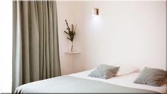 Round hálószoba. Round magasfényű íves design hálószoba, homok, illetve, ezüst nyír színben. Különleges egyedi, hálószoba bútor kifinomult ízlésű ügyfelek ... (Luxuslakások, ház)