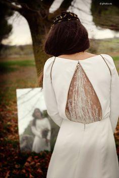 Espectacular el detalle a la espalda de este vestido de Navascues #vestidosdenovia #weddingdresses #tendenciasdebodas