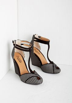 Seychelles Catch a Glimpse Wedge in Fishnet. Your ensemble today is a truly a must-see - starting with these black-and-white wedges by Seychelles. 1950s Fashion Shoes, 1950s Shoes, Fashion Fashion, Dream Shoes, Crazy Shoes, Cute Shoes, Me Too Shoes, Awesome Shoes, Black And White Wedges