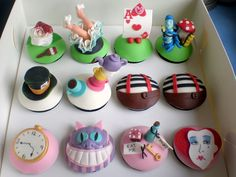 Alice in Wonderland cupcakes!!! Awesome :D