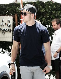 Nick Jonas l Street Fashion