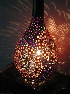 Gourd Art- Lighting- would be fun with those birdhouse gourds. Gourds Birdhouse, Gourd Lamp, Painted Gourds, Arts And Crafts, Diy Crafts, Art Carved, Light Art, Dremel, Bird Houses