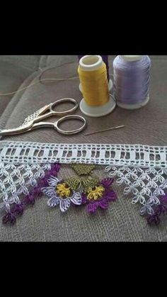 This Pin was discovered by Fte Crochet Borders, Crochet Flower Patterns, Tatting Patterns, Crochet Flowers, Crochet Lace, Crochet Edgings, Needle Lace, Bobbin Lace, Needle And Thread