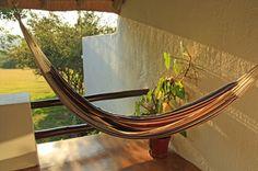 In de hangmat met Erwin ;) - Rissington Inn, Hazyview bij Kruger National Park