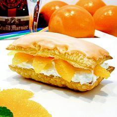 Tompouces met Grand Marnier-glazuur en mooie tussen de vliesjes uitgesneden sinaasappelpartjes.