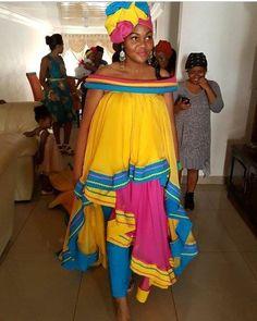 New South African Traditional Dresses Ideas - Pretty ~ neue ideen für traditionelle südafrikanische kleider - hübsch ~ nouvelles idées de robes traditionnelles sud-africaines - jolie African Fashion Designers, Latest African Fashion Dresses, African Dresses For Women, African Print Dresses, African Print Fashion, Africa Fashion, African Attire, African Wear, African Prints