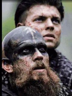 floki and ivar Vikings Tv Show, Vikings 2, Floki, Ragnar Lothbrok, Lagertha, Bracelet Viking, Viking Jewelry, Viking Pictures, Gustaf Skarsgard