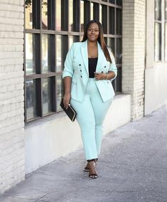 Thanks to fashion, the power suit is back and in full force for fall and winter. I admire suits and think they look gorgeous on plus size girls. Plus Size Fashion Blog, Plus Size Fashion For Women, Plus Size Womens Clothing, Big Girl Fashion, Curvy Fashion, Fashion Looks, Womens Fashion, Style Fashion, Plus Size Suits