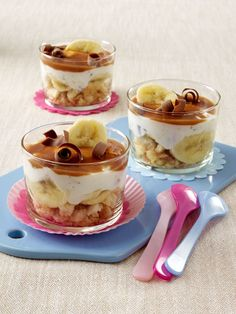 now that looks like a Friday creation Beer Recipes, Snack Recipes, Dessert Recipes, Cooking Recipes, Snacks, Cream Cheese Desserts, Mini Desserts, No Bake Desserts, Eat Dessert First
