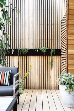 Indigenous plantings and a coastal aesthetic help blur the boundaries between a new garden and its beachside location in this striking home. The collaboration between homeowner and builder of the house and garden, Daryl Powell of Made Build and landscape Coastal Bathrooms, Coastal Living Rooms, Landscape Design, Garden Design, Fence Design, Contemporary Landscape, Timber Screens, Timber Battens, Australian Native Garden