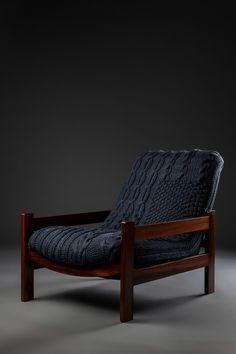 Cadeira anos 60, marca Gelli, madeira de lei, estofado tricotado à mão em aproximadamente 50 horas de trabalho.  http://www.reginamisk.com.br https://www.facebook.com/inventivebureau
