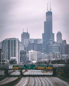 """Chicago at """"rush hour"""" Friday, 20 March Photo by Father Rocky. Chicago Usa, Chicago Skyline, Chicago Illinois, Chicago Photos, Chicago City, Chicago Photography, Travel Photography, Travel Pictures, Travel Photos"""
