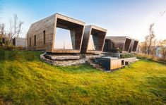The Malangen Retreat by Snorre Stinessen Arkitektur in Tromsø, Norway is a contemporary family vacation house with stunning views. Modern Wooden House, Modern Rustic, Wooden Houses, Tromso, Innovative Architecture, Modern Architecture, Norway Design, Patio Grande, Best Interior Design