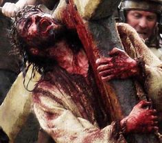 Jesus Christ has suffered and died for us sinners. It is so hard to remember the suffering of Jesus.instead we tend to cling to the love of Jesus. But-this is the love of Jesus! The ultimate love Jesus Carrying Cross, La Passion Du Christ, Image Jesus, Pictures Of Jesus Christ, Jesus Is Lord, Jesus Christ Death, Jesus Loves Me, Christian Art, Christian Quotes