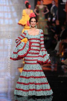 Fotografías Moda Flamenca - Simof 2014 - Carmen Latorre  Plaza de las  flores  Simof b4f6a3d4878