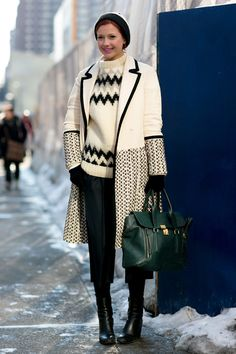 Pin for Later: Flashback Friday: NYFW Street Style Stars Trekked Through the Snow For Fashion NYFW Street Style Day 5 Glamour's Christina Perez matched up her outerwear, sweater, and hat. Fashion Mode, Star Fashion, Fashion Photo, Girl Fashion, Street Fashion, Pull Jacquard, Nyfw Street Style, Knit Fashion, Autumn Winter Fashion