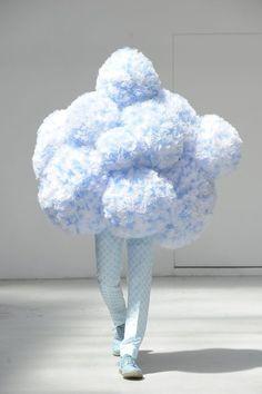 cloud costume Walter Van Beirendonck - those are some BIG pom pom clouds! Weird Fashion, Fashion Art, Paris Fashion, Fashion Design, Funny Fashion, Catwalk Fashion, Fashion Clothes, Fashion Trends, Pop Design