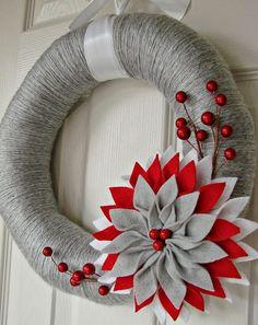 Holiday yarn wrapped wreath diy with large felt flower and red bead - door decor, felt wreath Crochet Wreath, Felt Wreath, Wreath Crafts, Diy Wreath, Christmas Projects, Holiday Crafts, Christmas Crafts, Christmas Decorations, Christmas Ornaments