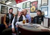 Biden cozies up to voters in Ohio